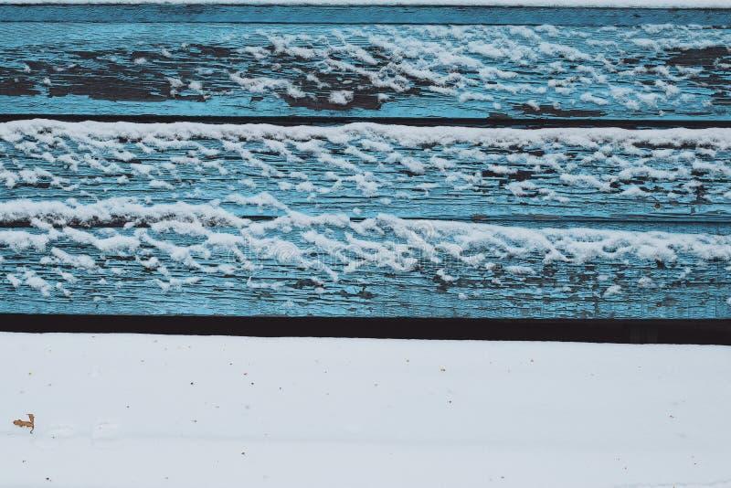 Färg för lugn för tystnad för vintern för trämålarfärg blått för textur för snöbänkfodrar fryst vit kall horisontal fotografering för bildbyråer