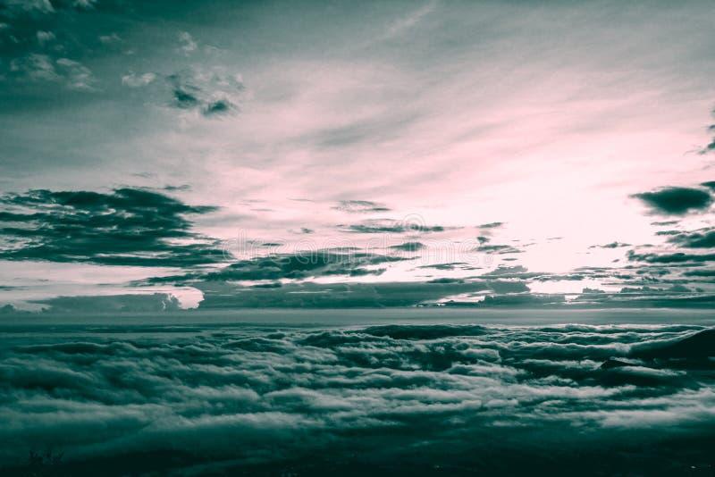 Färg för signal för tappningstil två av molnet och dimma arkivbilder