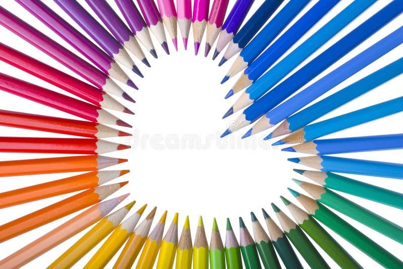 Färg ritar ordnat i en hjärtaform royaltyfria foton