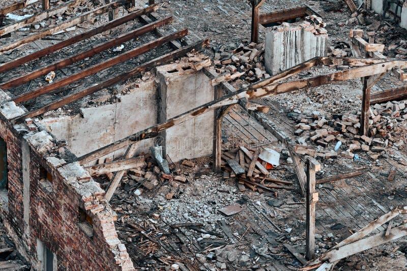 Färg tonad bild av en förstörd byggnad royaltyfria foton