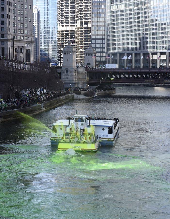 Färga av Chicagoet River 2017 royaltyfria foton