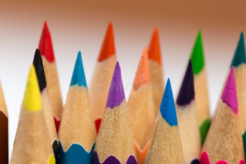 Färga för att vässa blyertspennor royaltyfria foton