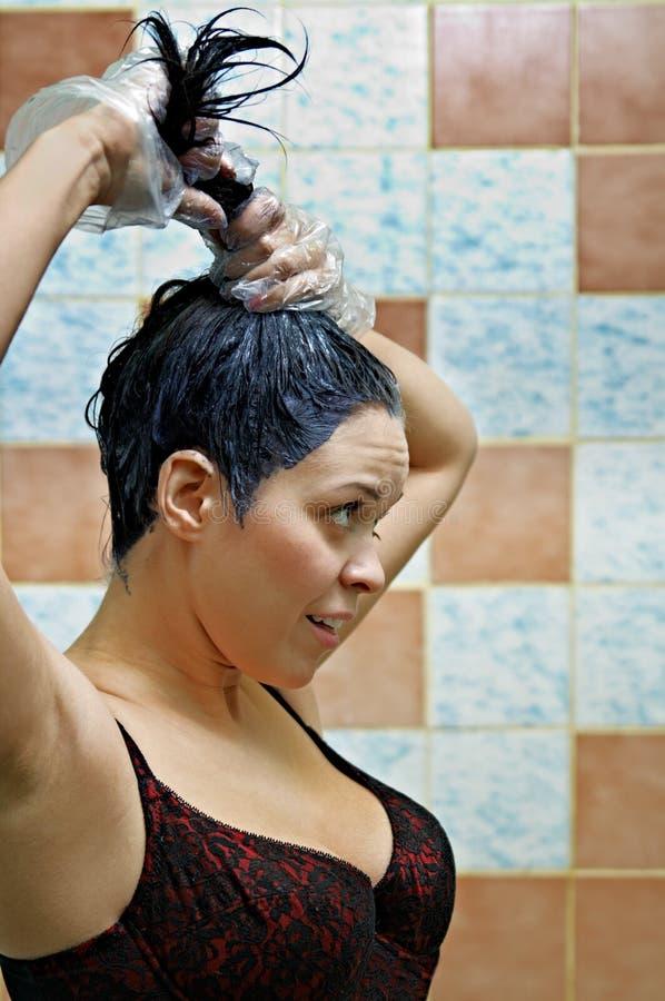 färga hårkvinnan royaltyfri bild