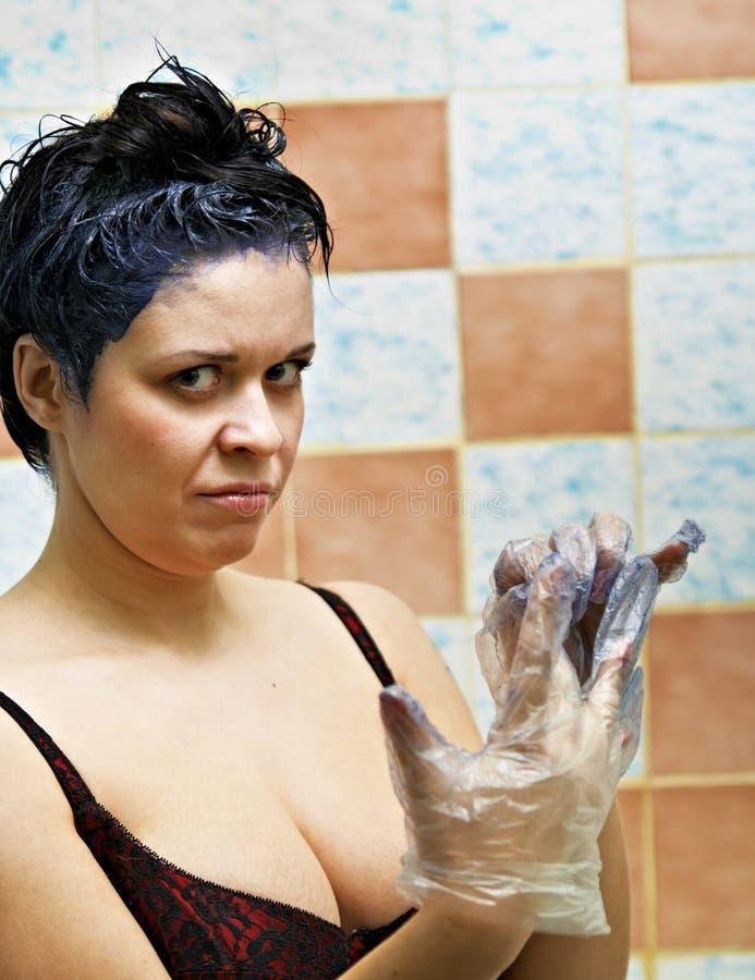 färga hårkvinnan arkivfoto