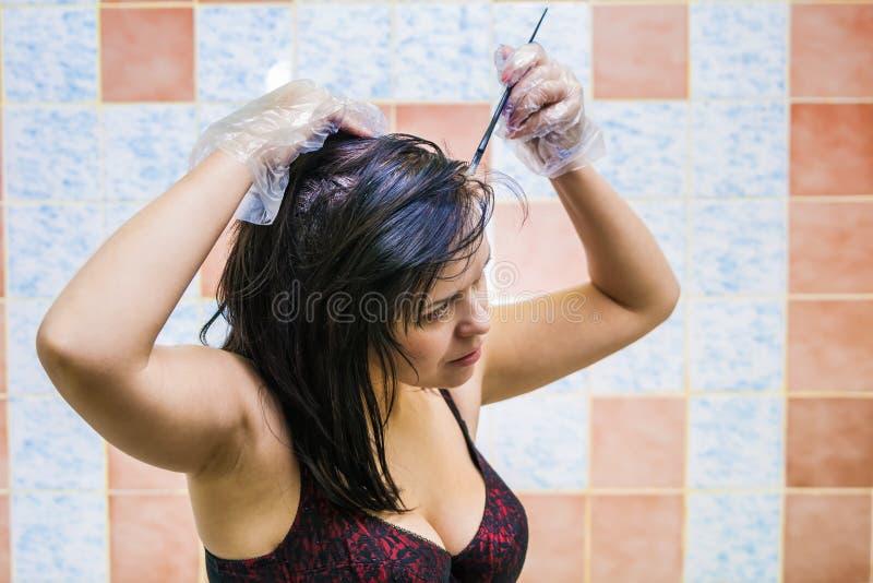 färga hårkvinnan arkivbild