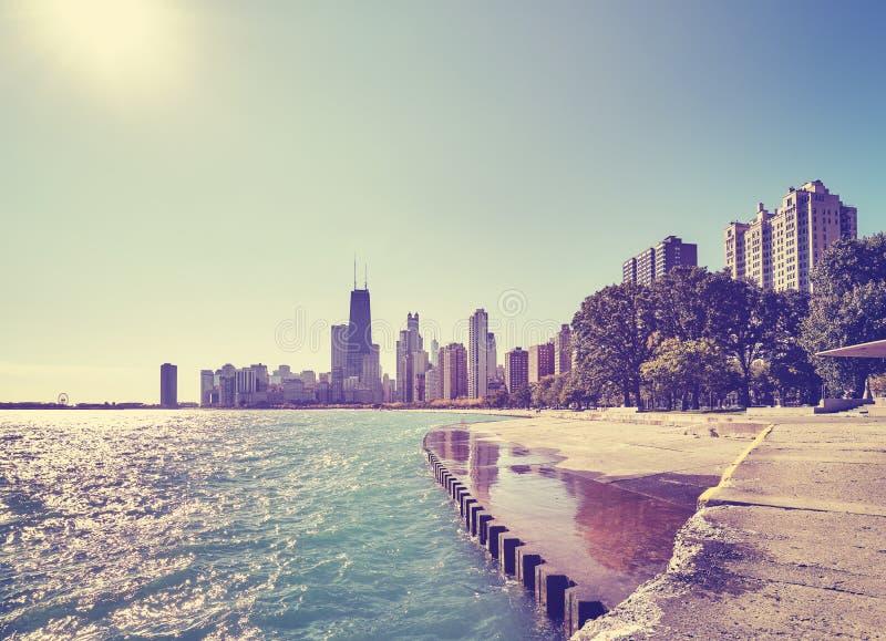 Färga tonad Chicago strandhorisont på otta, USA arkivbilder