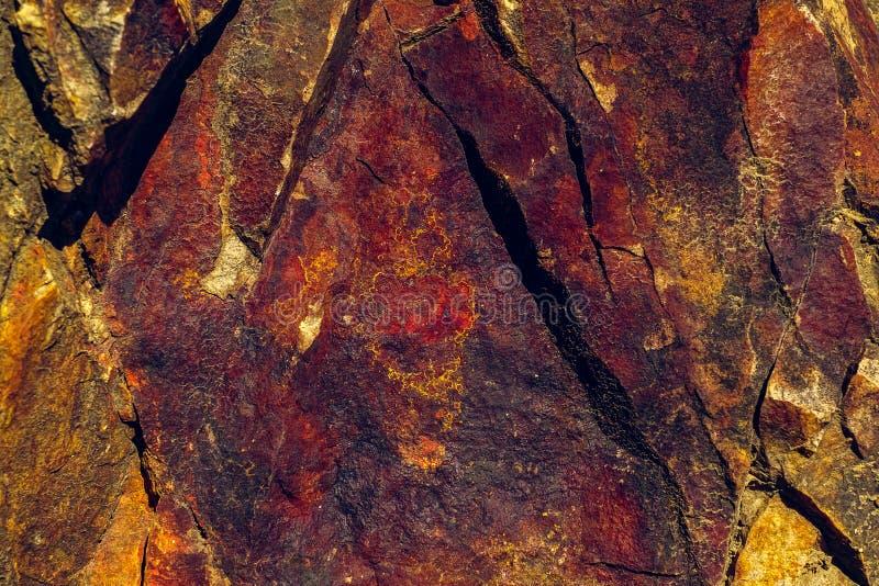 Färgad mineral vaggar royaltyfri bild