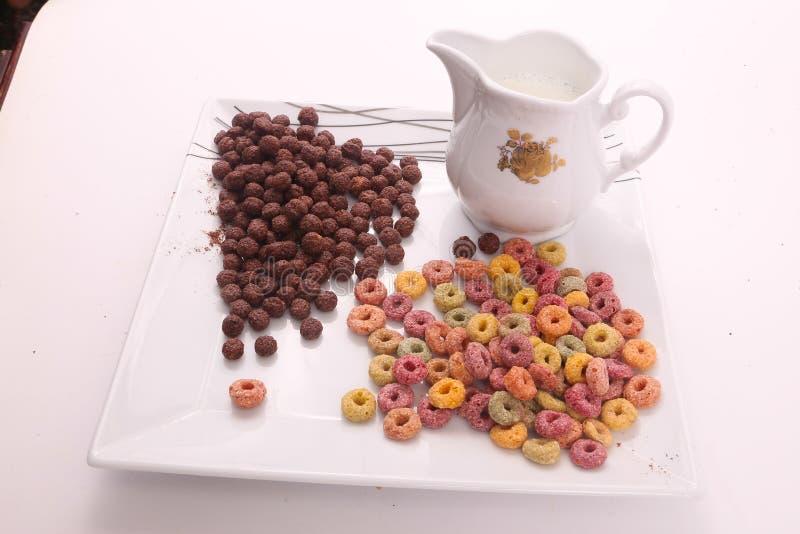 Färgad och chokladsädesslag - frukostmål royaltyfri foto