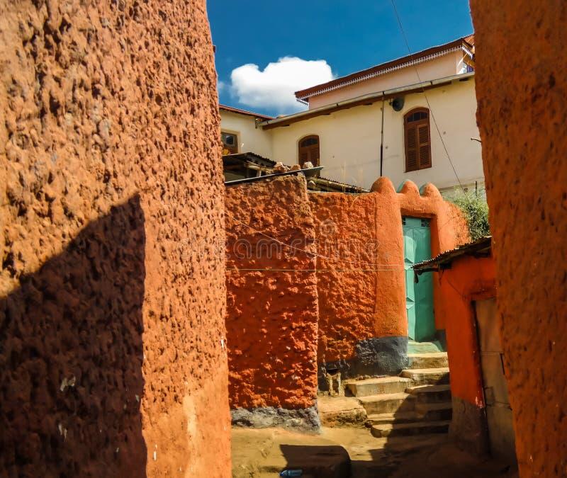 Färgade gator i Jugolen, Harar, Etiopien royaltyfri fotografi