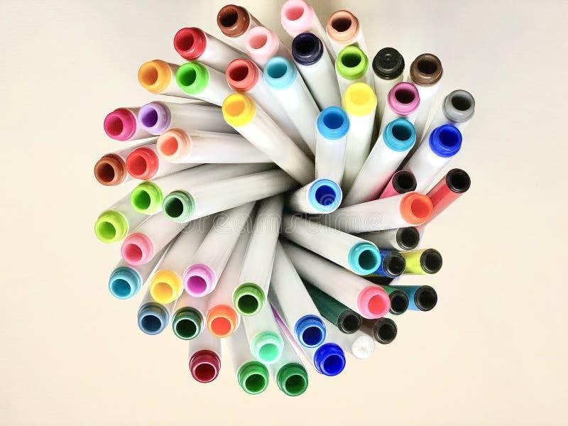 Färgade pennor eller markörer royaltyfria bilder