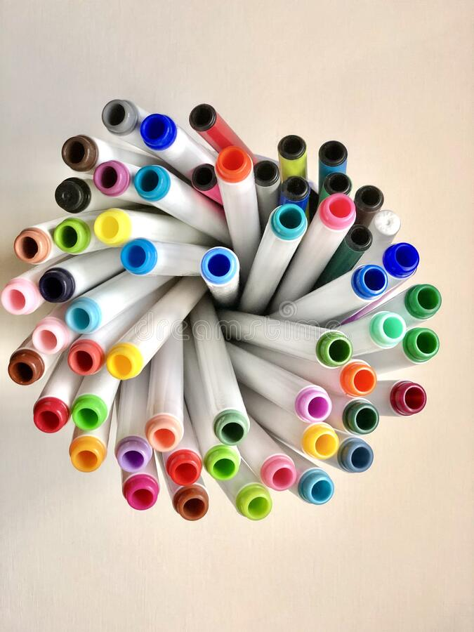 Färgade pennor eller markörer royaltyfri fotografi