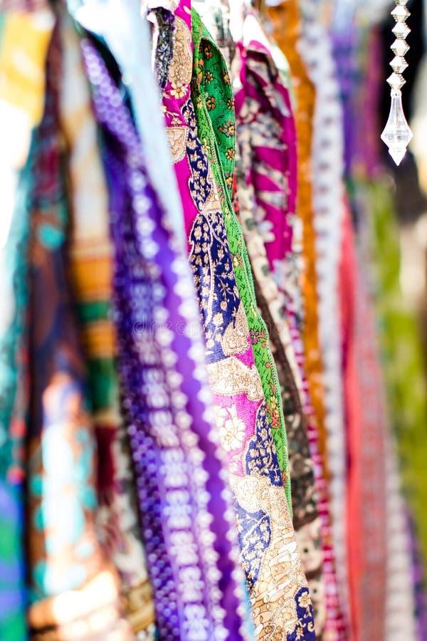 Färgade Scarves för indier arkivfoto