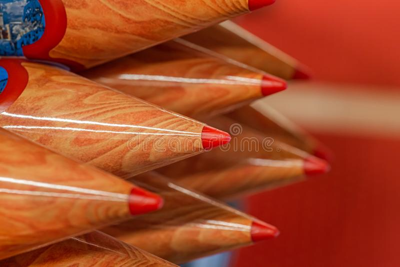 Färgade träblyertspennor, souvenir fotografering för bildbyråer
