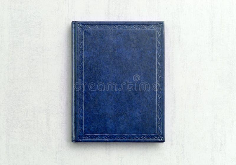 Färgar övre bokblått för åtlöje på grå bakgrundsnärbild arkivfoton