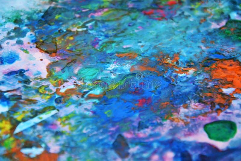 Färgar den violetta orange rosa färgen för blå rosa färggräsplanguling och att måla fläckbakgrund, färgrik abstrakt bakgrund för  royaltyfri bild