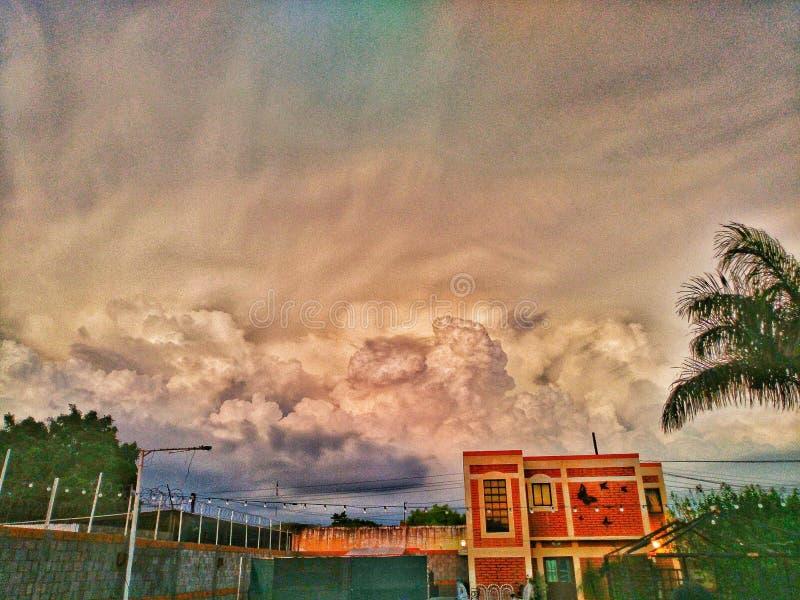 Färgar himmel royaltyfria bilder
