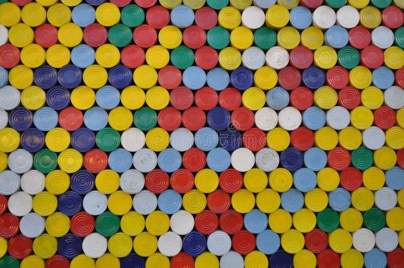 Färgat press-i lock av cans arkivfoton