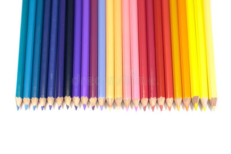 Färgblyertspennor för ungar som vänder mot ner i rak linje på ren Whit royaltyfri fotografi