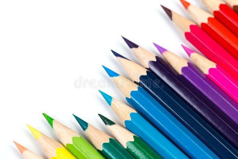 Färgblyertspennor på vit bakgrund, bästa sikt royaltyfri foto