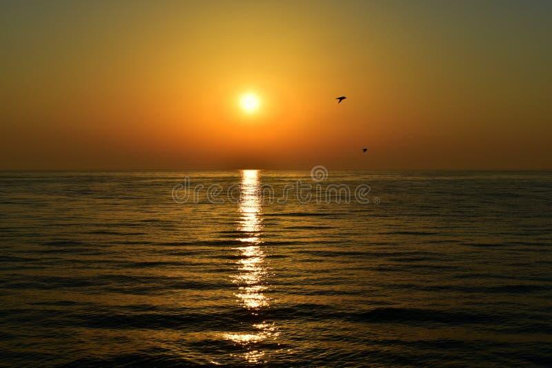 Färger av härlig soluppgång över Östersjön arkivfoto