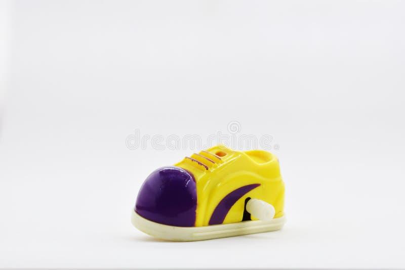Färger för skor för leksak gula och purpurfärgade, royaltyfri fotografi