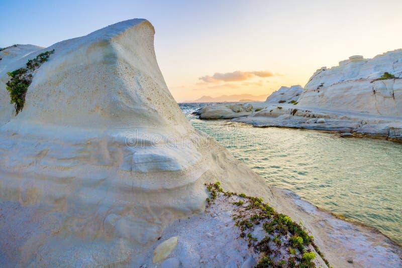 Färgerna av den Sarakiniko stranden royaltyfri foto