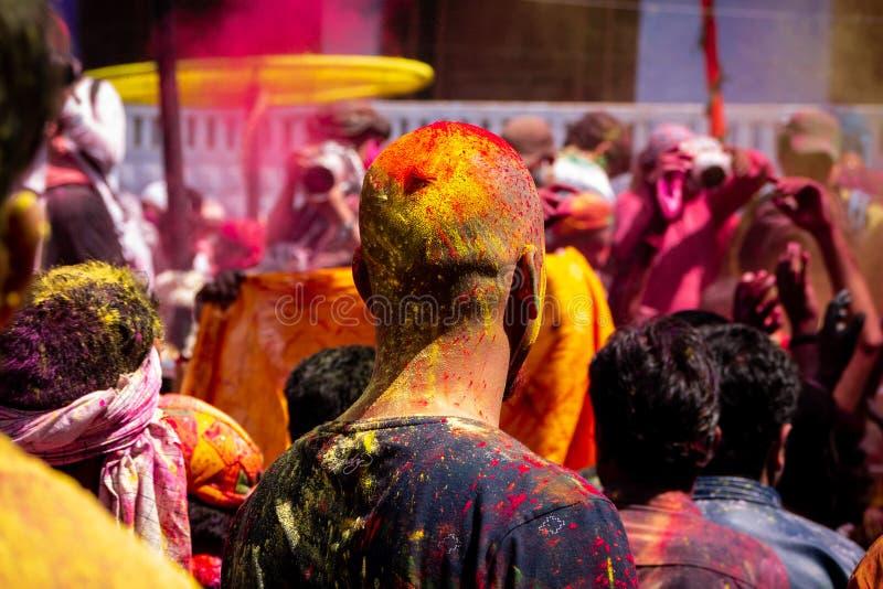 Färgfestival Folket firar holi med deras hjärta arkivfoto