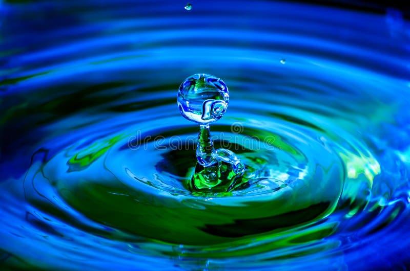 Färgglad färgstänk av vatten royaltyfria bilder
