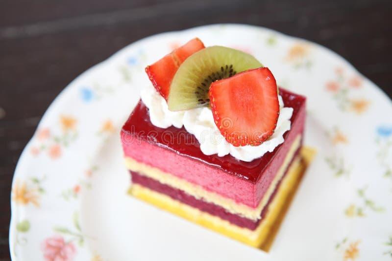 Färgglad fruktkaka royaltyfri foto