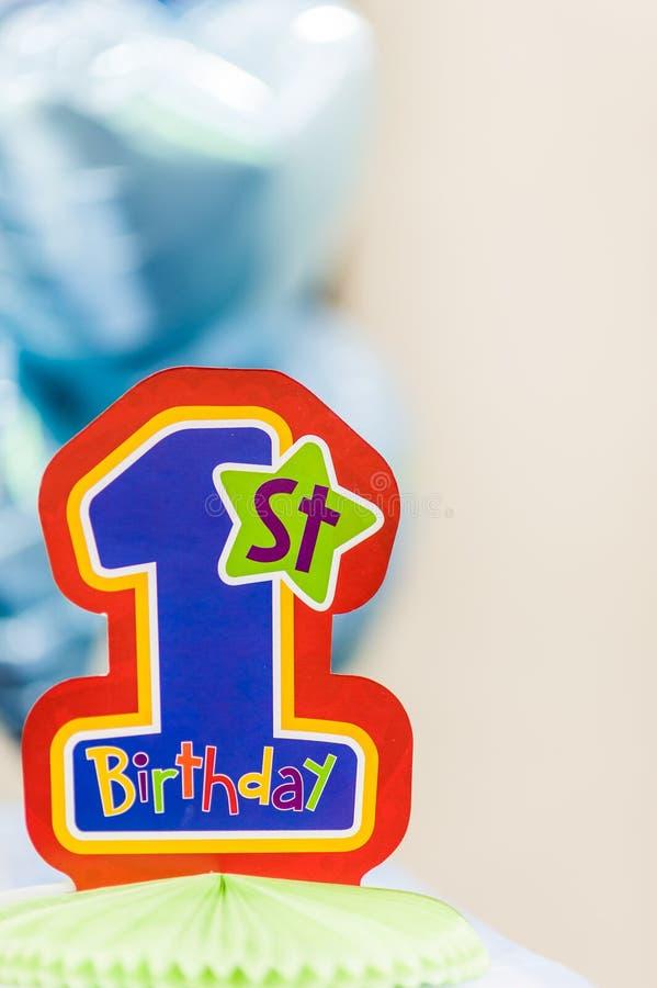 Färgglad garnering för födelsedagparti arkivbilder