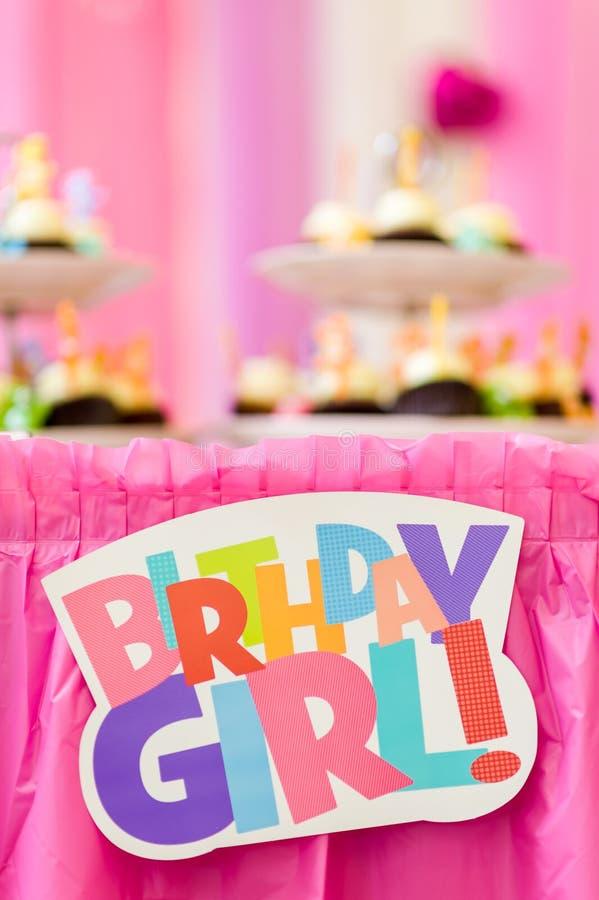 Färgglad garnering för text för födelsedagparti royaltyfri foto