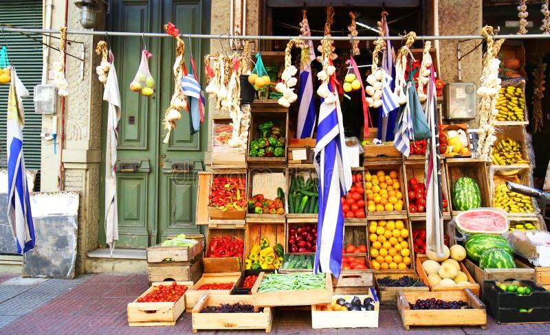 Färgglad gatamarknad som säljer frukter, grönsaken och jordbruksprodukter Gammal stad för Montevideo, Uruguay flagga arkivbild