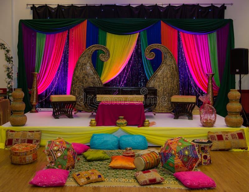 Färgglad gifta sig etapp för hennaparti royaltyfri fotografi