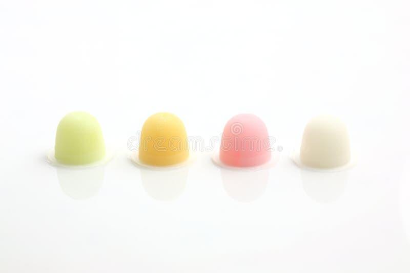 färgglad isolerad geléwhite för kopp frukt royaltyfri bild