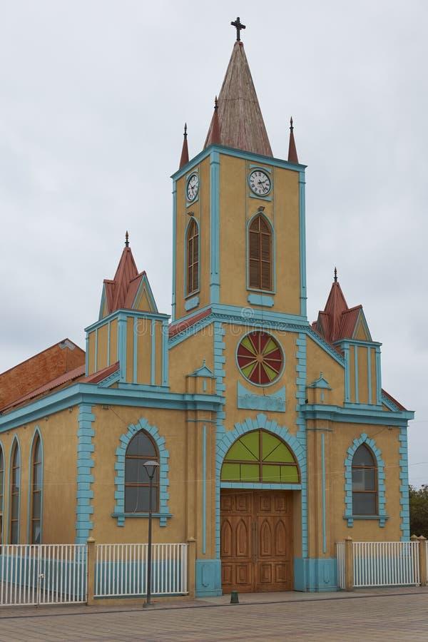 Färgglad kyrka i Atacamaen royaltyfria foton