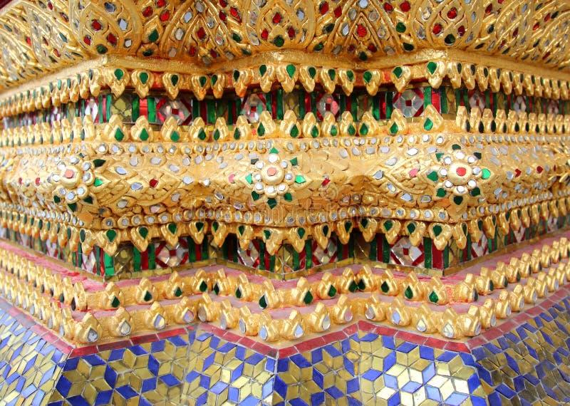 Färgglad tegelplattadetalj på den Wat aruntemplet av gryningen Bangkok Thailand arkivbilder