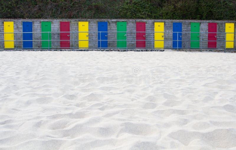 färgglada kojor för strand fotografering för bildbyråer