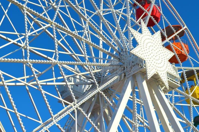 Färgglade Ferris Wheel i Barcelona royaltyfria bilder