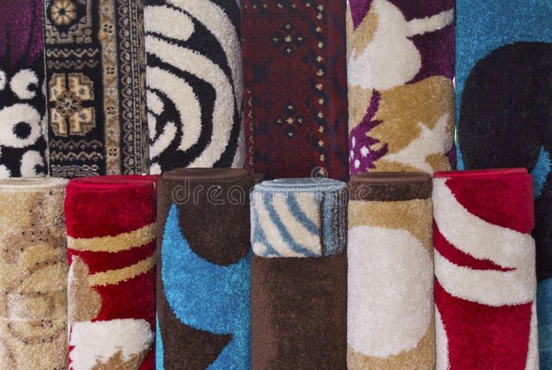 Färgglade filtar och mattor royaltyfria bilder