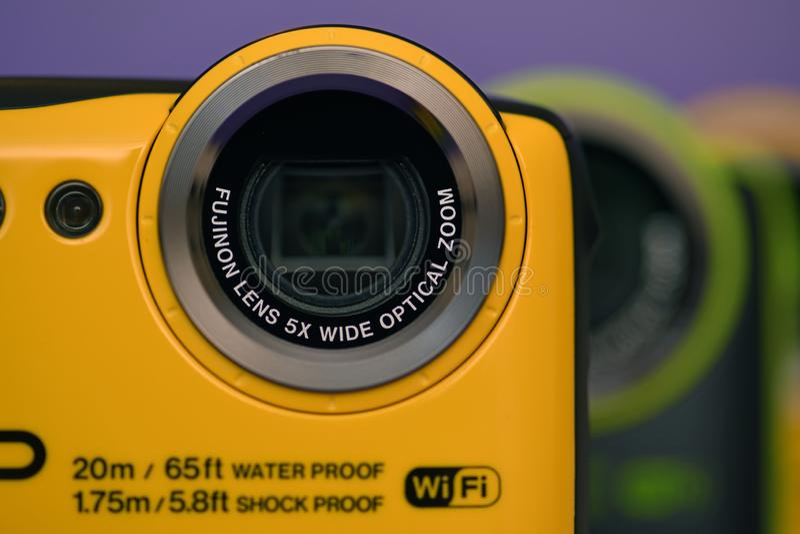 Färgglade nya kameror ställde upp arkivfoton