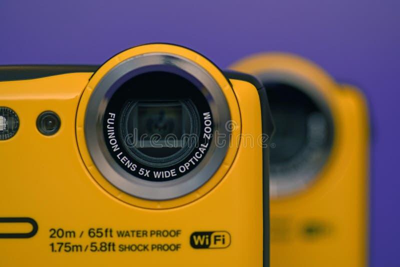 Färgglade nya kameror ställde upp royaltyfria bilder