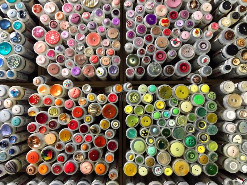 Färgglade sömnadknappar arkivfoton