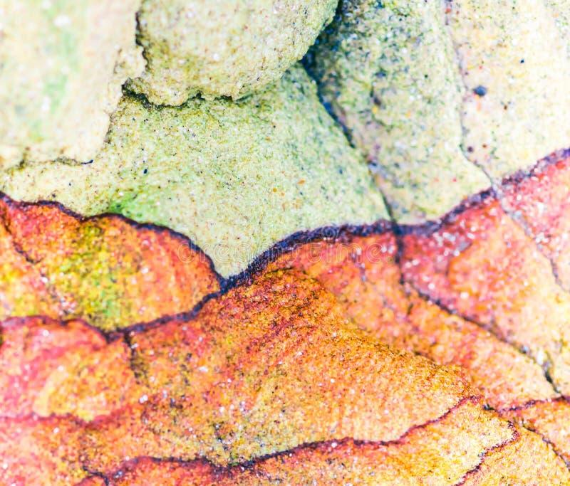 """Färgglade sedimentära stenar som bildas av ackumulationen av naturlig bottensats†"""", vaggar lagerbakgrunder, modeller och textur arkivbilder"""