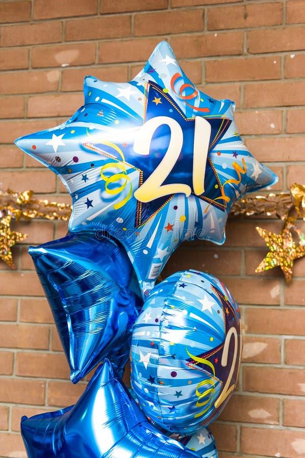 Färgglade 21st ballonger för födelsedagparti fotografering för bildbyråer