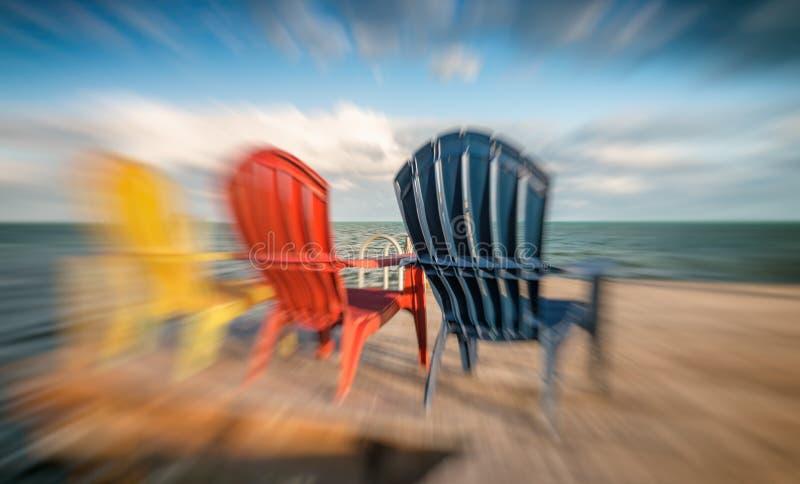Färgglade stolar med fantastisk solnedgångsikt royaltyfria foton
