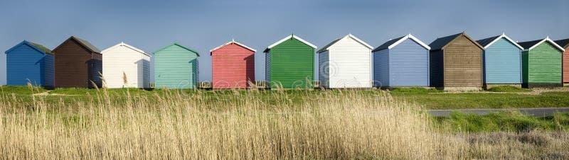 Färgglade strandkojor arkivbilder