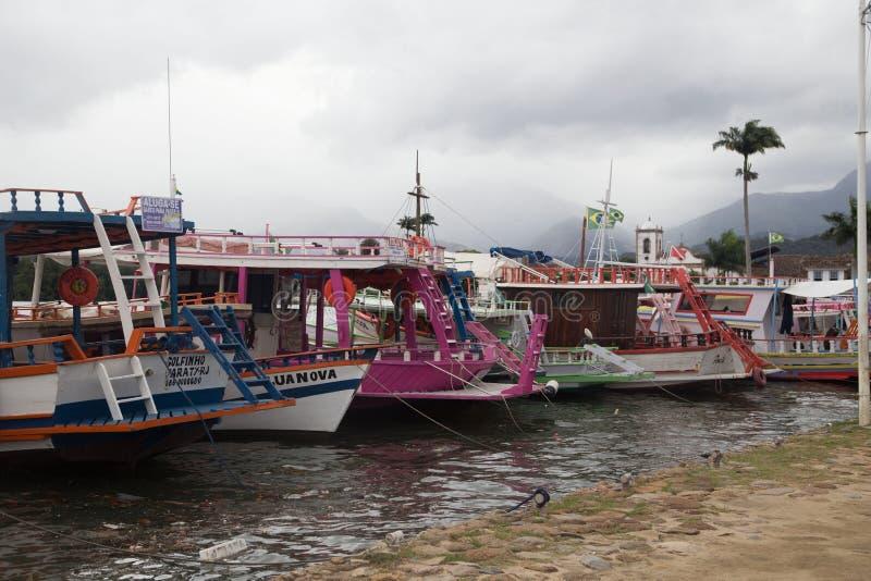 färgglatt fiske för fartyg fotografering för bildbyråer