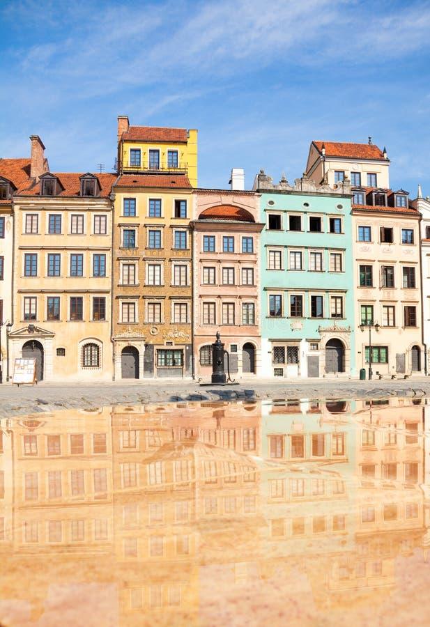 Färghus av Warszawamarknadsplatsfyrkanten royaltyfria bilder