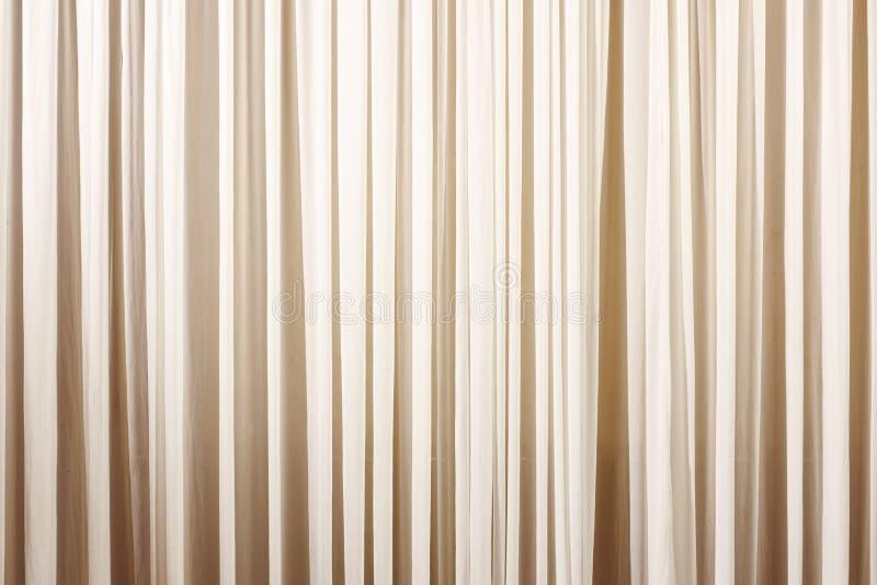 Färgmålarfärg på träbakgrund med band arkivfoton