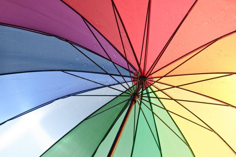 färgparaply arkivfoton